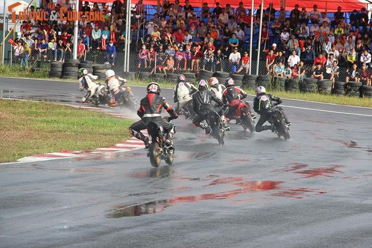 """Dan """"xe no"""" Honda tiep tuc dua nong tai Binh Duong-Hinh-3"""