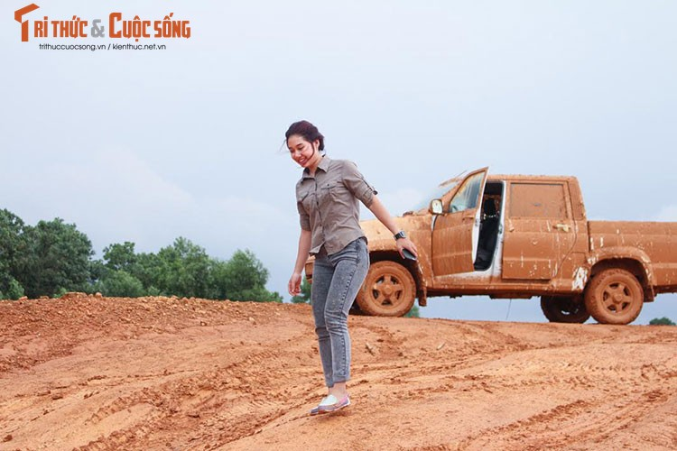 "Nu sinh 9X Viet ""quay"" xe oto UAZ Pickup tai VOC 2017-Hinh-9"