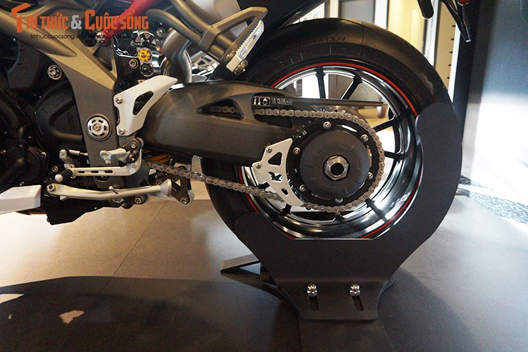 Moto Triumph Speed Triple R chinh hang gia 699 trieu tai VN-Hinh-10