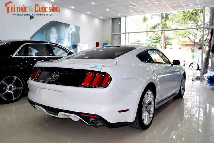 Can canh Ford Mustang GT gia hon 3 ty tai Viet Nam-Hinh-3