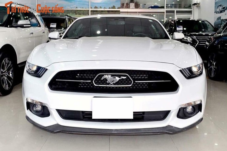 Can canh Ford Mustang GT gia hon 3 ty tai Viet Nam