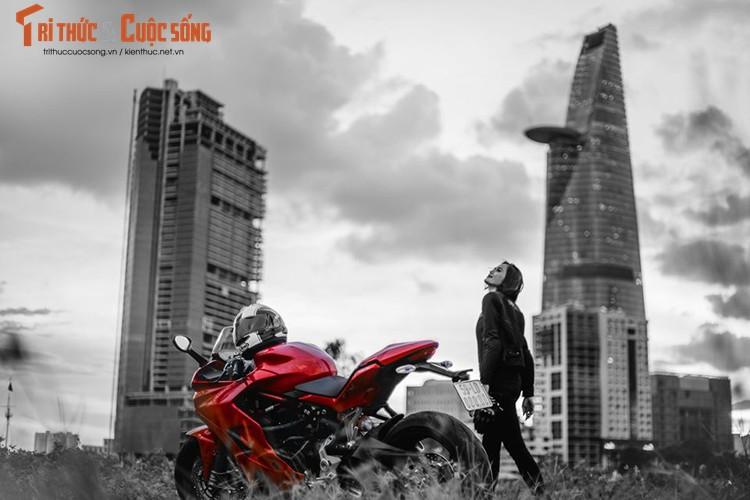 Chan dai cam lai Ducati SuperSport dau tien tai Viet Nam