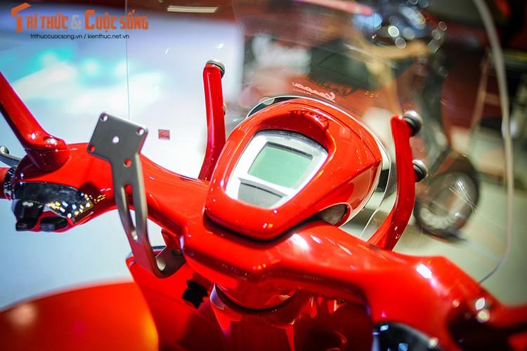 "Xe ga Vespa 946 Red ""chot gia"" 405 trieu tai Viet Nam-Hinh-4"