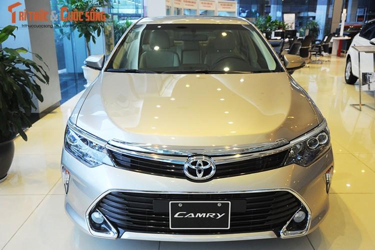 Can canh Toyota Camry moi gia chi 947 trieu tai Ha Noi