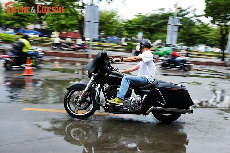 """Dan choi moto Harley Sai Gon """"luyen cong"""" duoi mua-Hinh-10"""