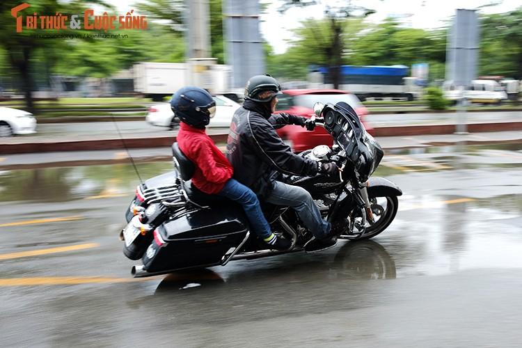 """Dan choi moto Harley Sai Gon """"luyen cong"""" duoi mua-Hinh-11"""
