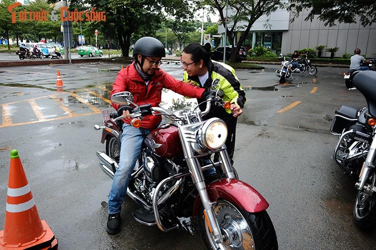 """Dan choi moto Harley Sai Gon """"luyen cong"""" duoi mua-Hinh-5"""