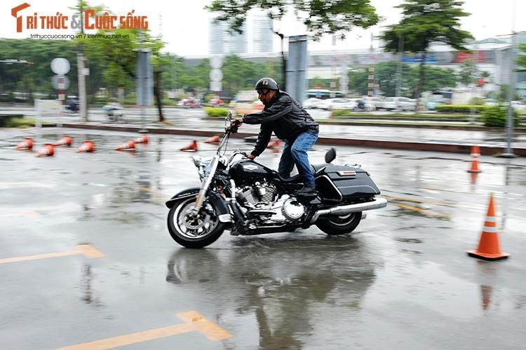 """Dan choi moto Harley Sai Gon """"luyen cong"""" duoi mua-Hinh-7"""