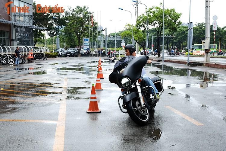 """Dan choi moto Harley Sai Gon """"luyen cong"""" duoi mua-Hinh-8"""