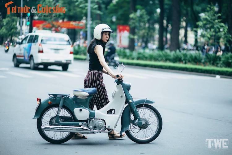 """Kieu nu Viet """"tha dang"""" ben Honda Super Cub C100-Hinh-9"""