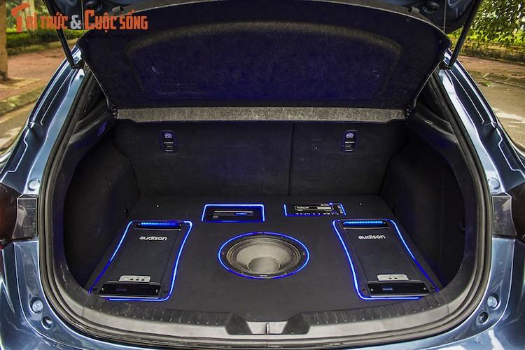 Can canh Mazda 3 hatchback do