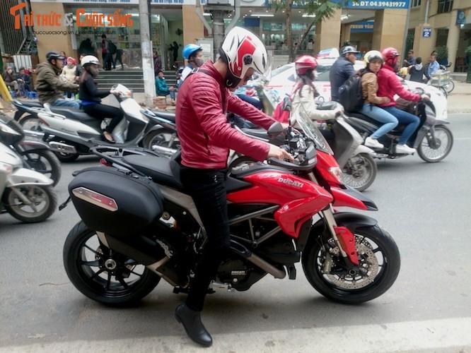 """Dien vien Hong Dang """"cuoi vo hai"""" Ducati gia nua ty-Hinh-11"""