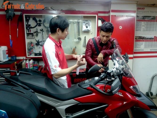 """Dien vien Hong Dang """"cuoi vo hai"""" Ducati gia nua ty-Hinh-4"""
