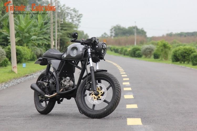 """Yamaha Nouvo """"lot xac"""" cafe racer kich doc tai Sai Gon"""