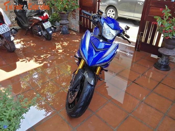 """Dan choi Hue """"dap thung"""" Yamaha Exciter 150 thay chan khung"""