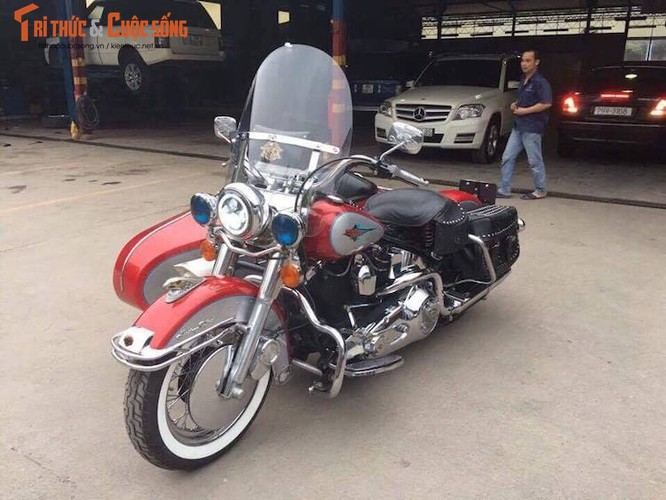 """Moto Harley Heritage Softail """"xit-do-ca"""" doc nhat VN"""