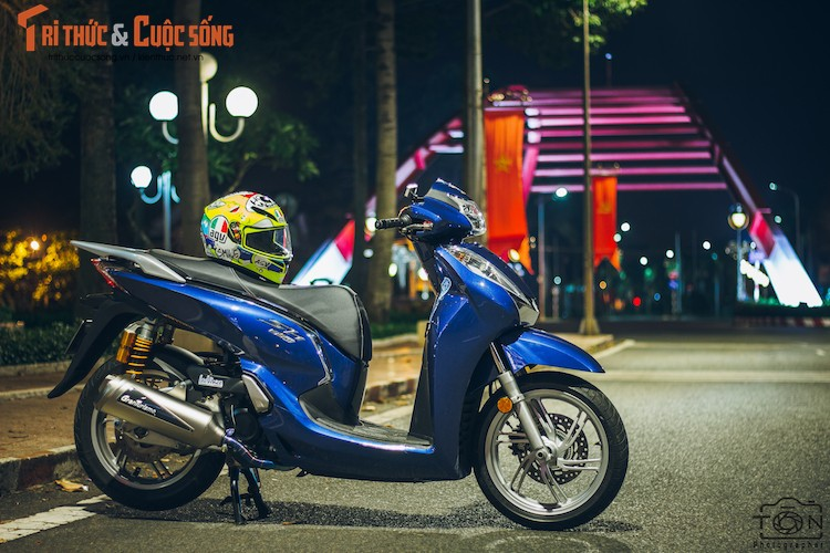 Xe ga Honda SH300i gia 248 trieu do khung tai Sai Gon