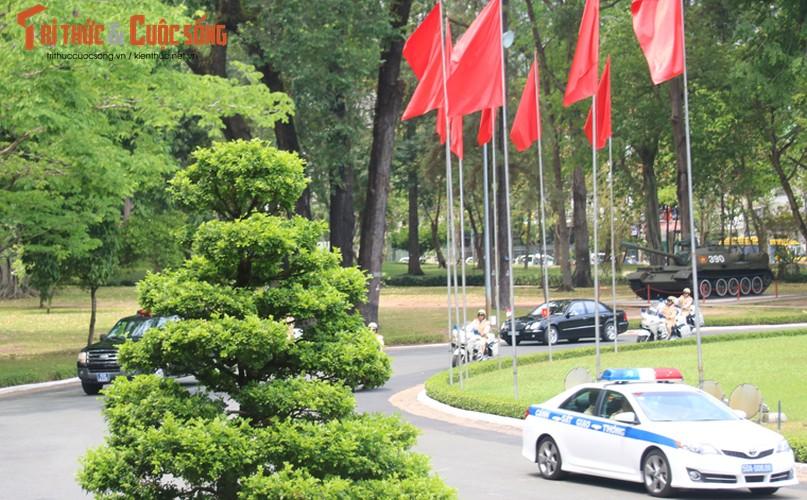 Chum anh: Thu tuong Ly Hien Long va phu nhan tham TP.HCM-Hinh-2