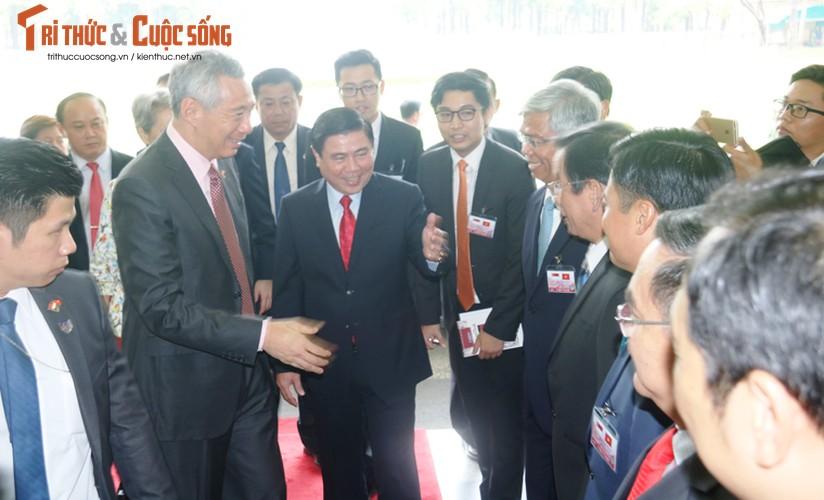 Chum anh: Thu tuong Ly Hien Long va phu nhan tham TP.HCM-Hinh-4