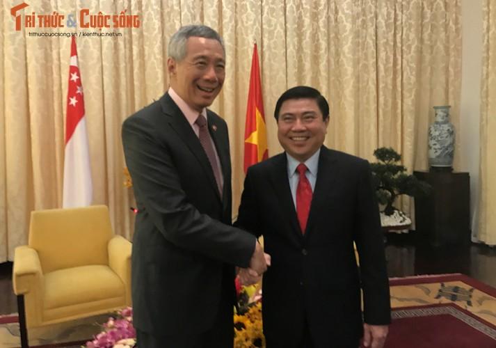 Chum anh: Thu tuong Ly Hien Long va phu nhan tham TP.HCM-Hinh-5