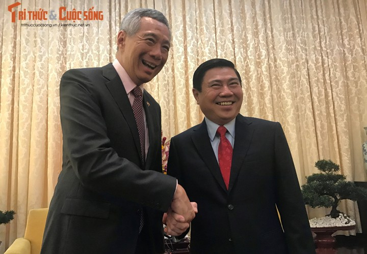 Chum anh: Thu tuong Ly Hien Long va phu nhan tham TP.HCM-Hinh-6