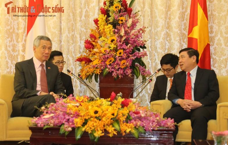 Chum anh: Thu tuong Ly Hien Long va phu nhan tham TP.HCM-Hinh-7