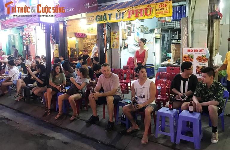 Anh: Hoanh trang le khai truong pho di bo Bui Vien-Hinh-12