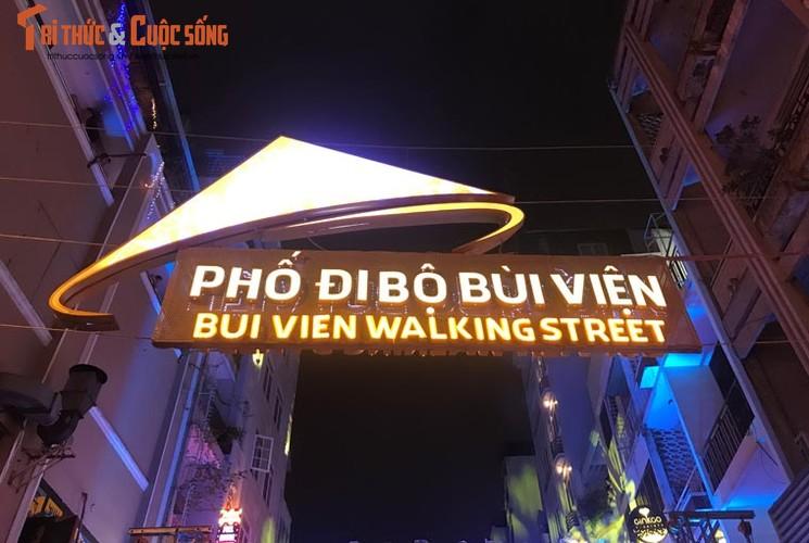Anh: Hoanh trang le khai truong pho di bo Bui Vien