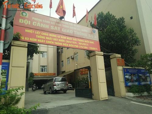 Tam giu doi tuong cam gay danh CSGT Ha Noi giua duong-Hinh-3