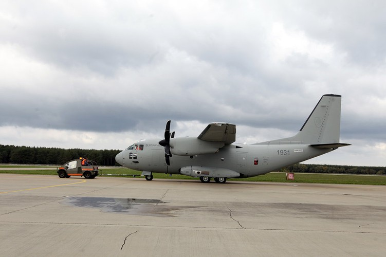 Them mot may bay C-27J Spartan cua My lai bi roi o Iraq-Hinh-15